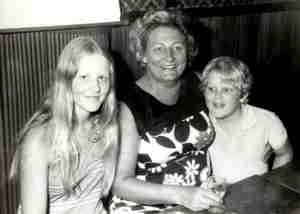 Surfers Paradise 1973 Mum Toby Mandy night before leaving for USA at Pizza Palace